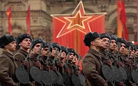 Hangi Türk devleti Sovyetler Birliği himayesi altında girmemiştir ?