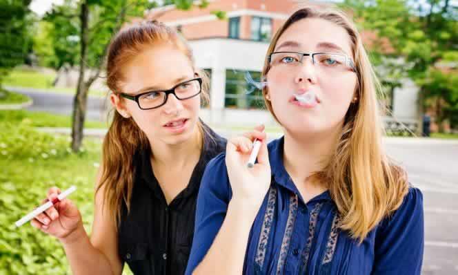 E-sigaralar Sağlığa Ne Kadar Zararlı - Bakteriyle Mücadele Eden Akciğer Hücrelerine Zarar Veriyor
